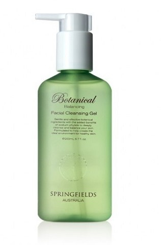 Helps to remove excess oil and surface impurities. Suitable for sensitive skin